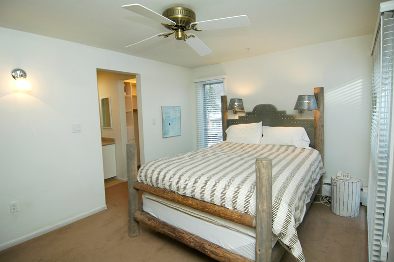 old hundred condominium master bed