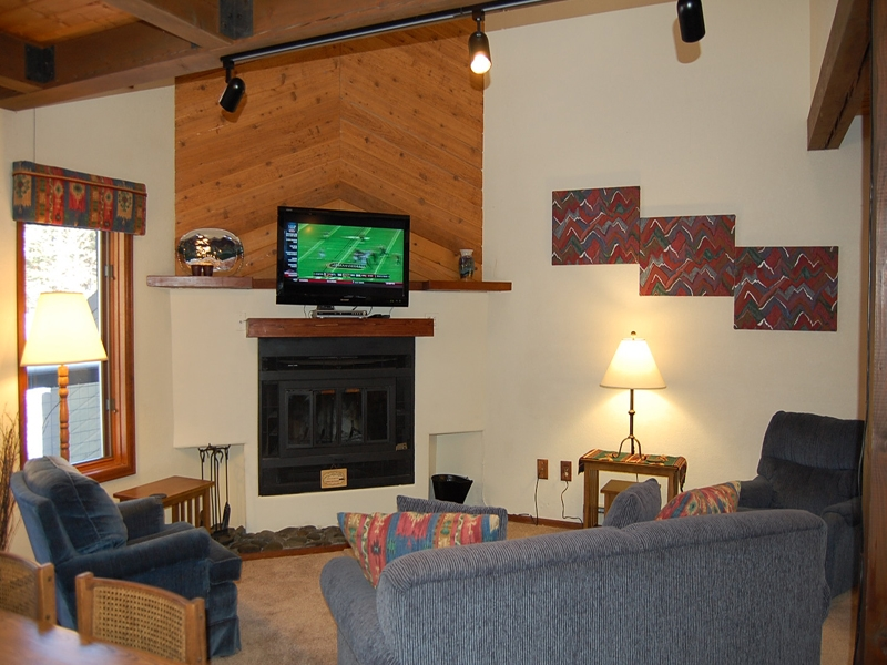 timber ridge living room, fireplace, TV