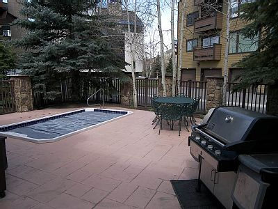 anaconda condominiums hot tub