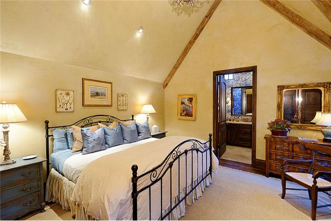 blue spruce manor bedroom